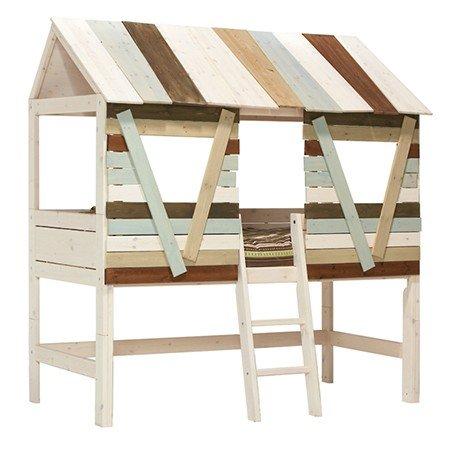 Baumhütte mit schräger Leiter