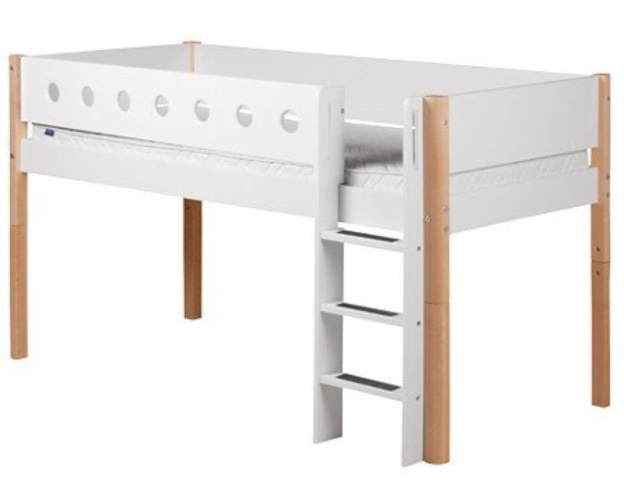 flexa halbhohes bett white mit gerader leiter bei panda kinderm bel. Black Bedroom Furniture Sets. Home Design Ideas