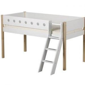 Flexa Halbhohes Bett White mit schräger Leiter (Natur Füsse)