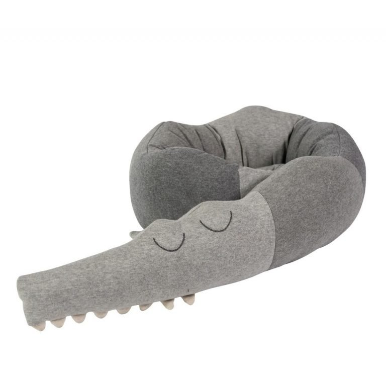 Gestrickte Kissen, Sleepy Croc (grau)