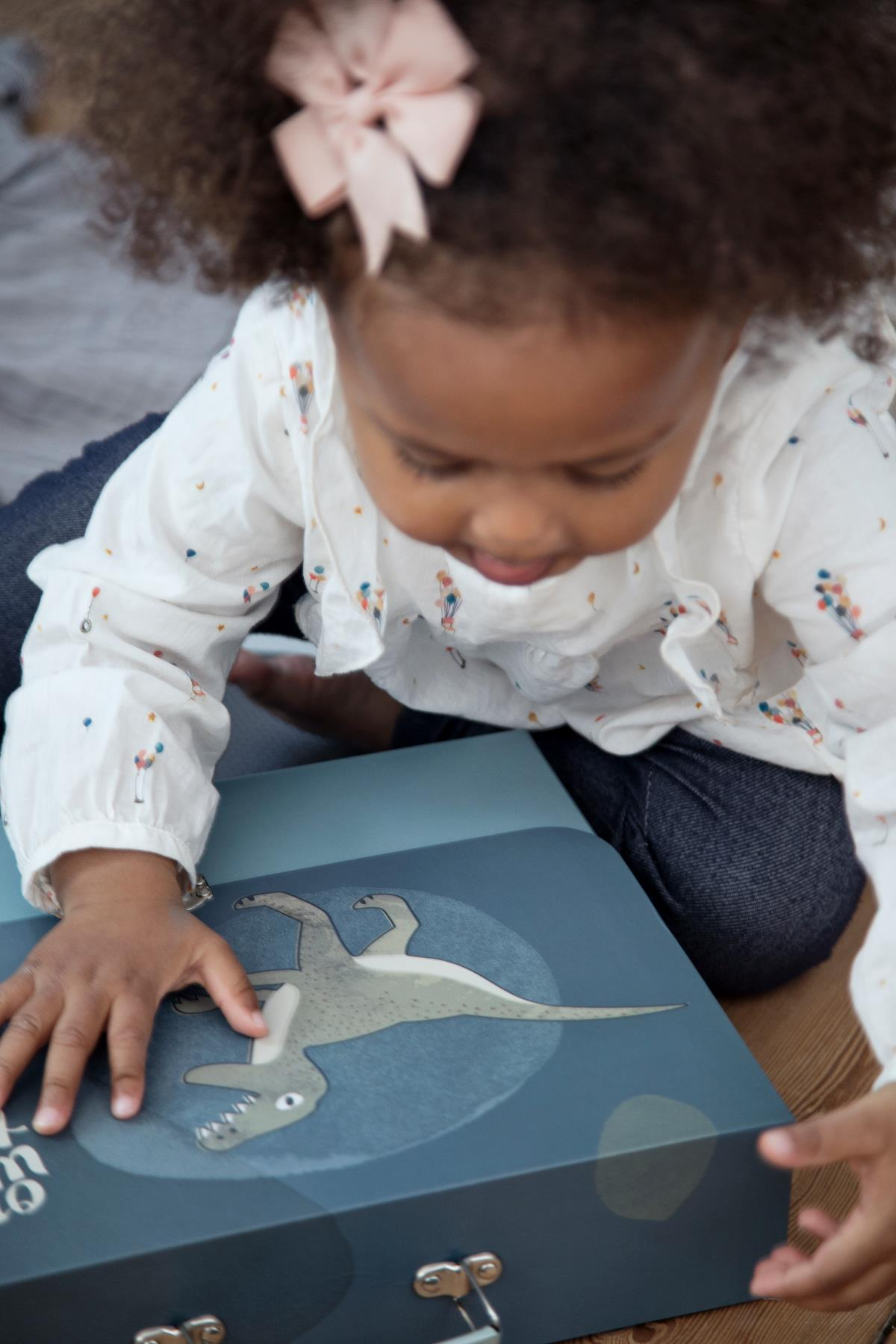 aufbewahrung f r zeichnungen dino von sebra interior. Black Bedroom Furniture Sets. Home Design Ideas