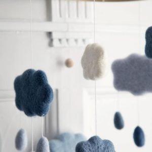 Wolkenmobile aus Filz königsblau