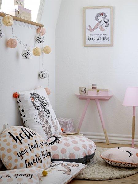 Bodenkissen Für Kinderzimmer bodenkissen mit rosa punkten und closed bloomingville